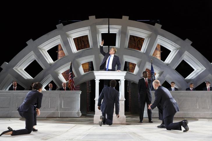 Gregg Henry (center) portrays a Trump-like Julius Caesar.