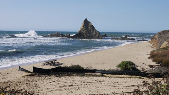 Pelican Rock marks the northern end of Martins Beach.