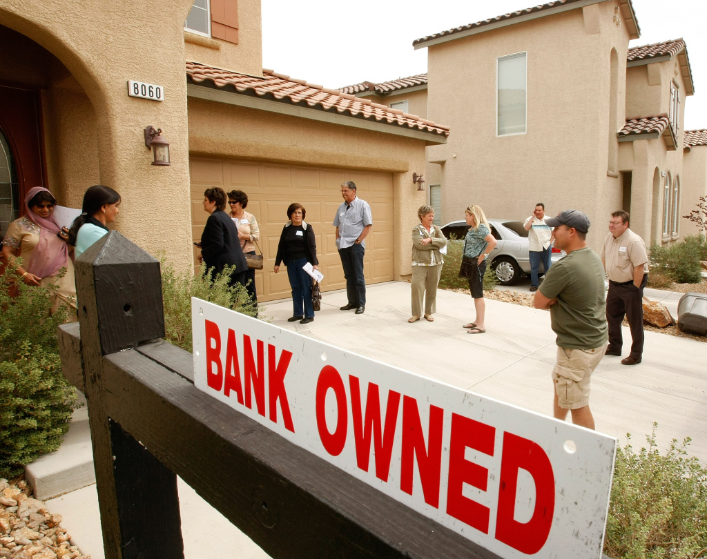 LAS VEGAS - MARCH 21:  Prospective buyers look at a bank-owned house during a RE/MAX Central bus tour of foreclosed homes March 21, 2009 in Las Vegas, Nevada. RE/MAX Central of Las Vegas co-owner Ruth Ahlbrand said the Las Vegas area has been one of the top three worst foreclosure markets and one of the top three worst markets for slumping home prices in the United States since late 2007. Ahlbrand said the real estate group began giving tours for prospective buyers three times a week in February 2008, in an effort to clear inventory of foreclosed properties.  (Photo by Ethan Miller/Getty Images)