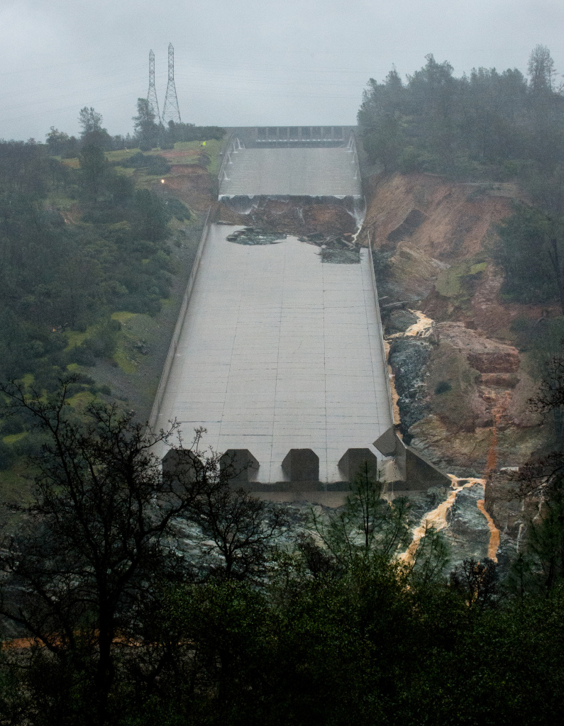 The California Department of Water Resources stopped the spillway flow on Thursday morning to allow engineers to evaluate the integrity of the structure after water had been released at 20,000 cubic feet per second (cfs) through the night. There is no imminent or expected treat to public safety or the integrity of Oroville Dam at the Butte County site. 