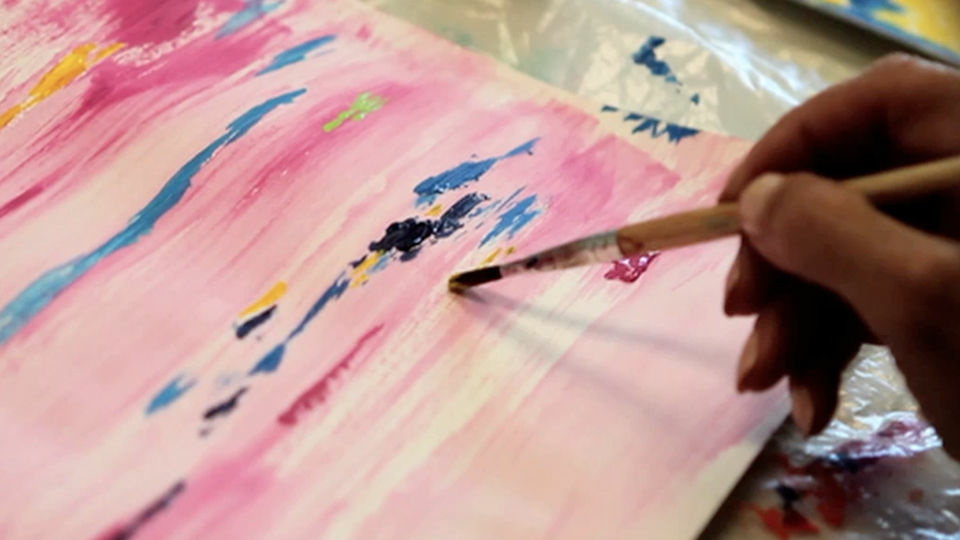Art Therapist Esther Dreifuss-Kattan helps cancer patients draw and paint to express their feelings graphically. This brings unconscious feelings to the surface and relieves stress about cancer diagnosis and family relationships.