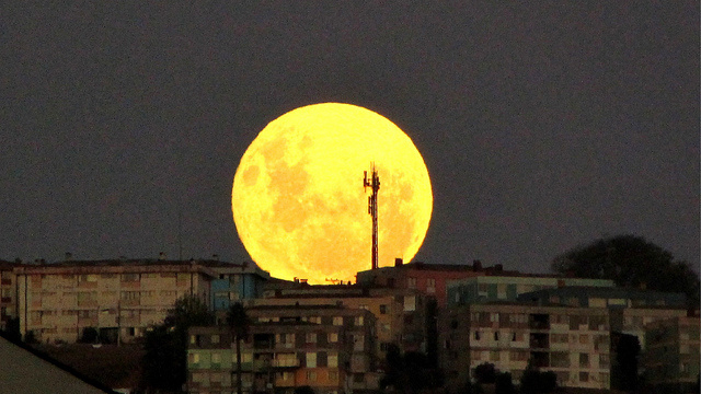 A 2011 supermoon as seen from Vina del Mar, Chile. Viewing the supermoon against the horizon creates an optical illusion, making the moon seem bigger than it is.