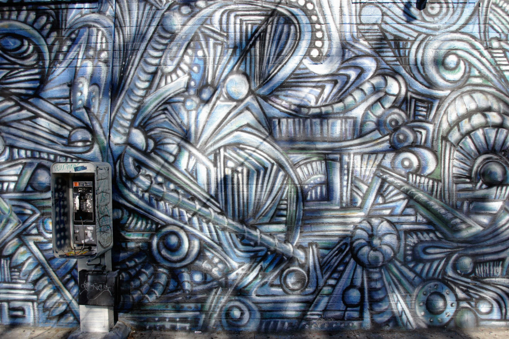 A mural in South Central Los Angeles, California is shown 28 November 2006. South Central is a 40 mile square district in the city of Los Angeles betwen downtown and the port area of Long Beach.