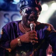 The late Wayne Henderson toured with an incarnation of The Crusaders in 1995.