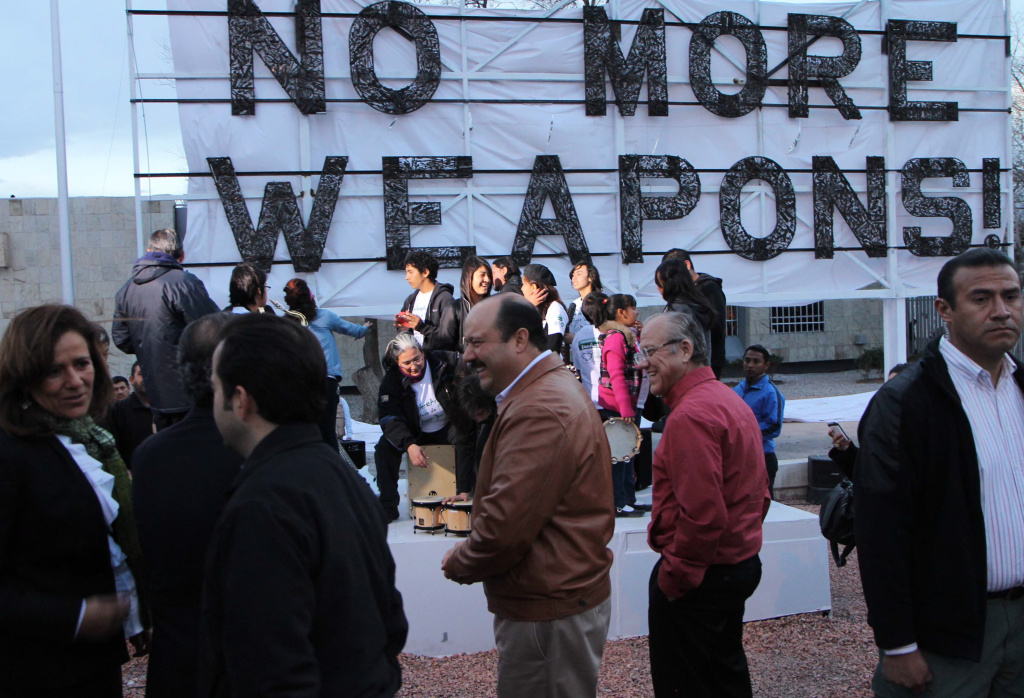 Presiden of Mexico Felipe Calderón inaugurates a notice on the bridge Americas at the entrance to Juarez City with the message 'No more weapons