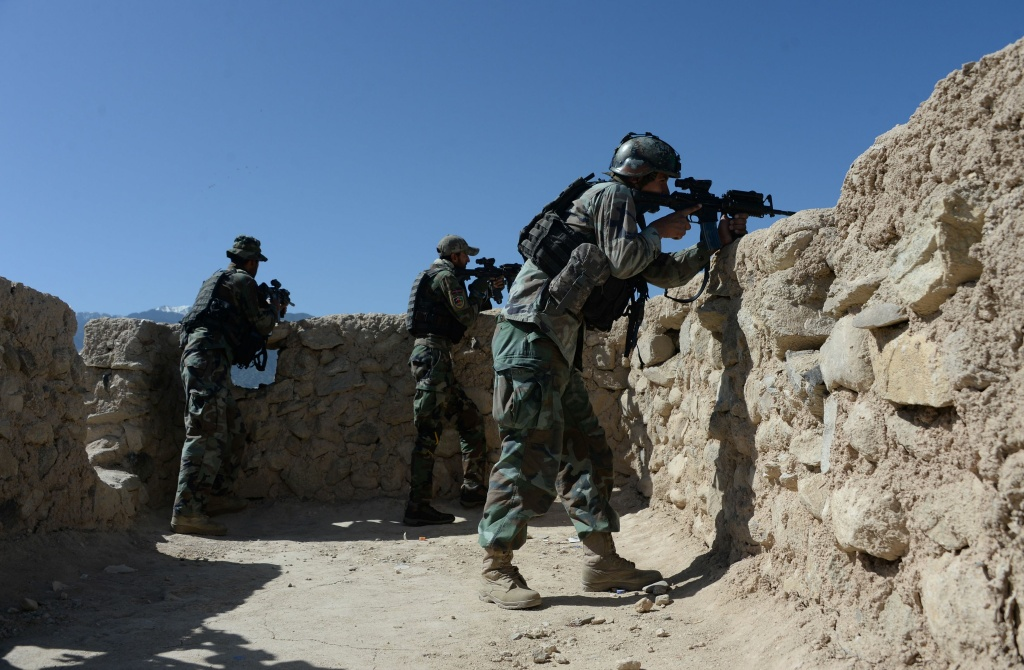 Afghan security forces take part in an ongoing operation against Islamic State (IS) militants in the Achin district of Afghanistan's Nangarhar province on April 14, 2017.