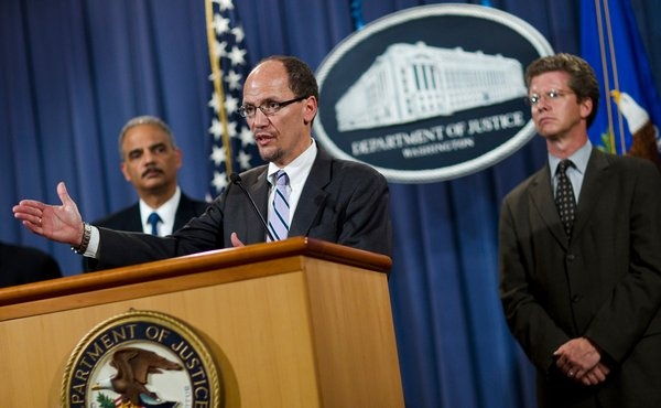 Thomas E. Perez, an assistant attorney general, announced the settlement on Wednesday, flanked by the attorney general, Eric Holder, and Shaun Donovan, the head of Housing and Urban Development.