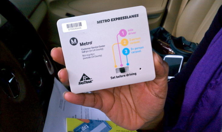 The new Metro transponders have a switch that allows motorists indicate whether they're by themselves in the vehicle, or in a carpool. That will determine if they're charged a toll. Solo drivers must pay a fee; carpoolers ride for free.