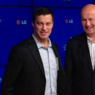 Dodgers President and part-owner Stan Kasten (right) introduced Andrew Friedman, the team's new President of Baseball Operations