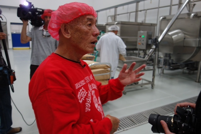 Huy Fong Foods founder and president David Tran with mixing machines at Irwindale Sriracha chili sauce plant.