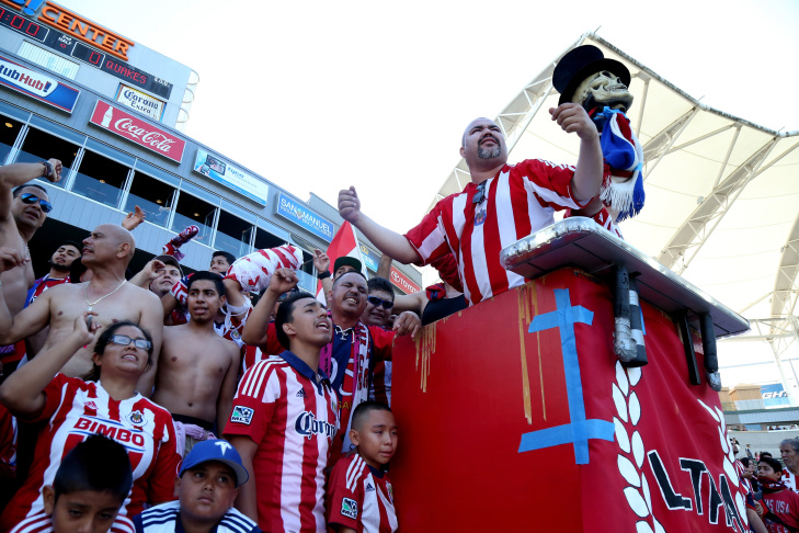 Chivas USA poses for a pregame tam photo in front of a sign thanking fans for 10 years of support before playing the San Jose Earthquakes at StubHub Center on October 26, 2014 in Los Angeles, California. The game was the team's last as Chivas USA.