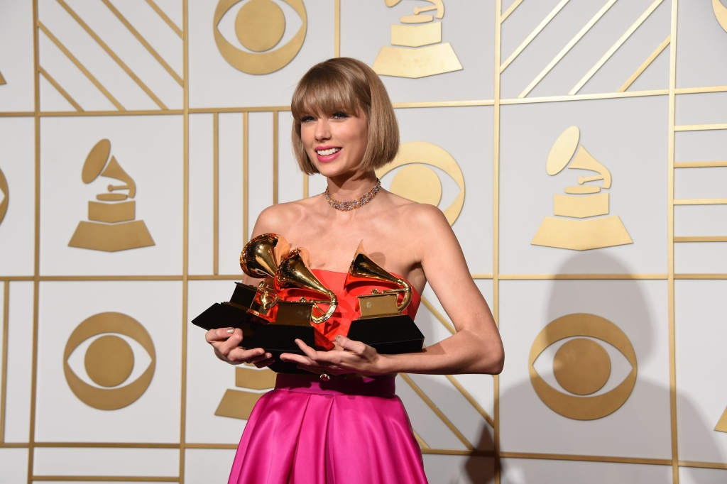 Taylor Swift poses in the press room at the The 58th GRAMMY Awards at Staples Center on February 15, 2016 in Los Angeles, California.