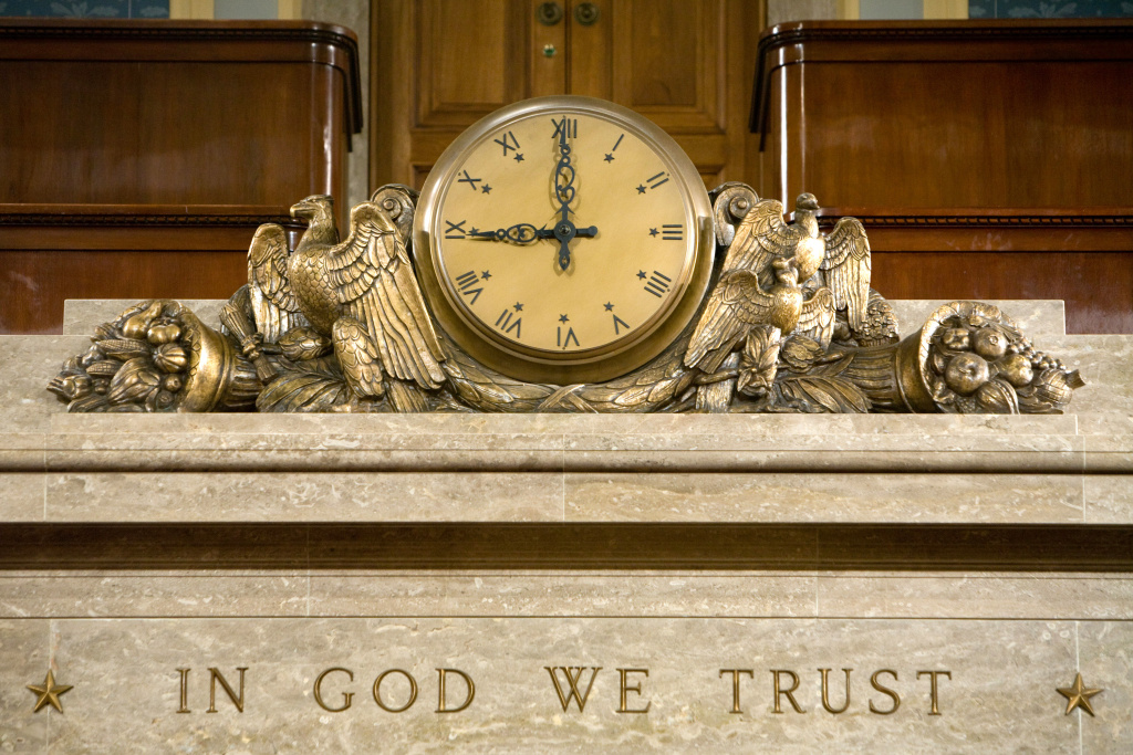A clock and the motto