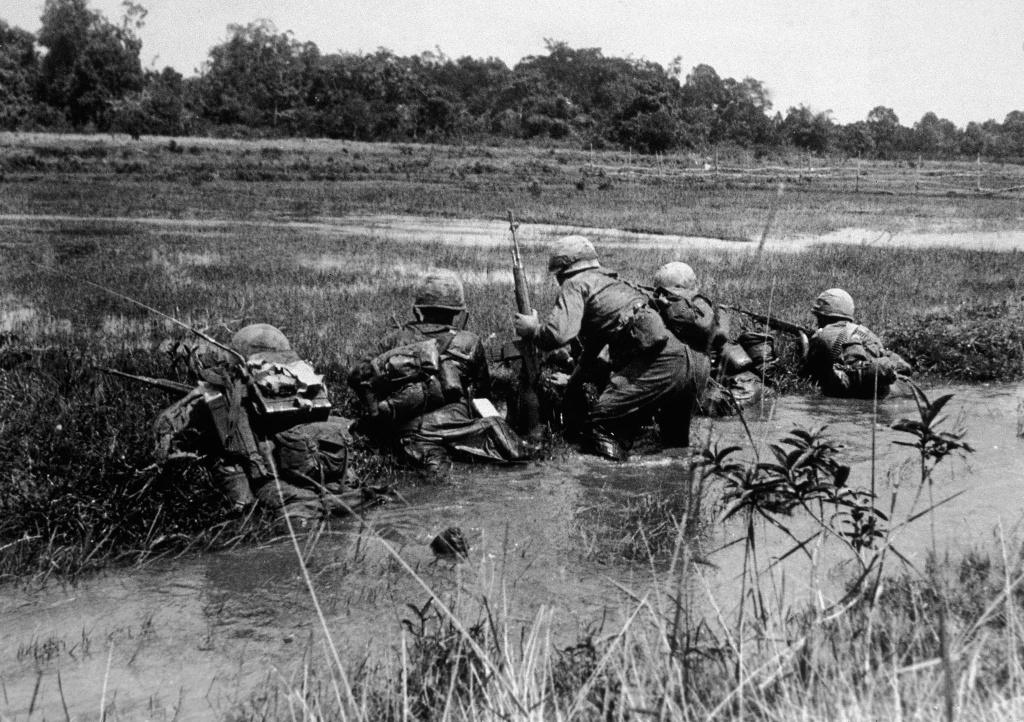American army combat platoon leader Second Lieutenant John Libs (center) of 2nd platoon, C Company, 2d Battalion, 16th Infantry Regiment, 1st Division.