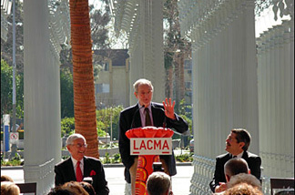 (L-R) Billionaire philanthropist art collector Eli Broad, BCAM architect Renzo Piano, and LA County Supervisor Zev Yaroslavsky. Piano was telling a joke about how many architects it takes to screw in a light bulb.
