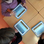 ipad FRANCE-EDUCATION-SCHOOL-TECHNOLOGIES