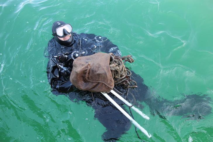 Divers clean up what fishermen leave behind on the ocean floor (video) | 89.3 KPCC
