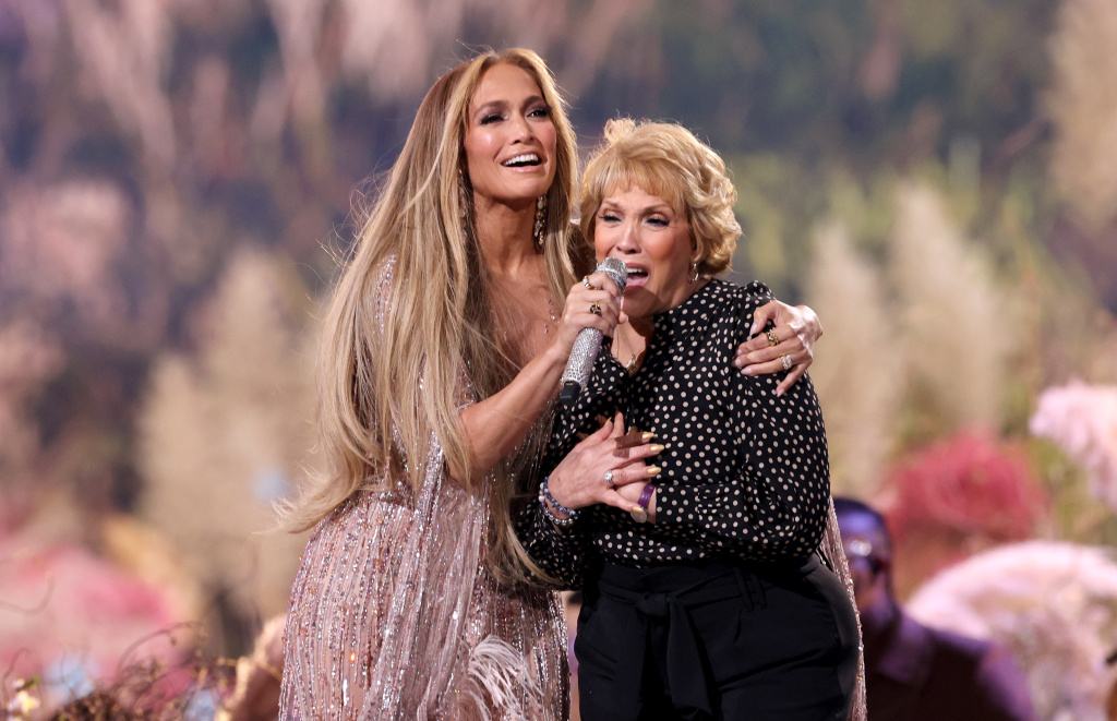 Jennifer Lopez and her mother Guadalupe Rodríguez perform onstage during Global Citizen's