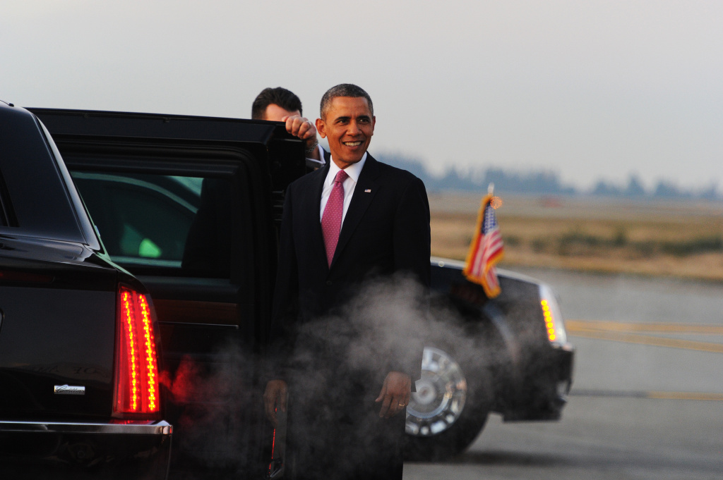 U.S. President Barack Obama looks at Mount Rainier upon arriving at Seattle-Tacoma International Airport in Seattle, Washington, on November 24, 2013. Obama arrived in Seattle to attend Democratic fundraising events. Politics aside, his planned stops in Los Angeles on Monday and Tuesday could temporarily affect traffic for commuters.