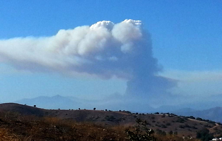 An photo of the Tecolote Fire seen from Diamond Ranch High School in Pomona.