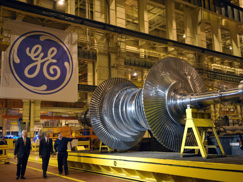 President Barack Obama looks at a turbine during a tour in 2001 of the General Electric plant in Schenectady, N.Y., with then GE Chairman and CEO Jeffrey Immelt (left) and plant manager Kevin Sharkey.