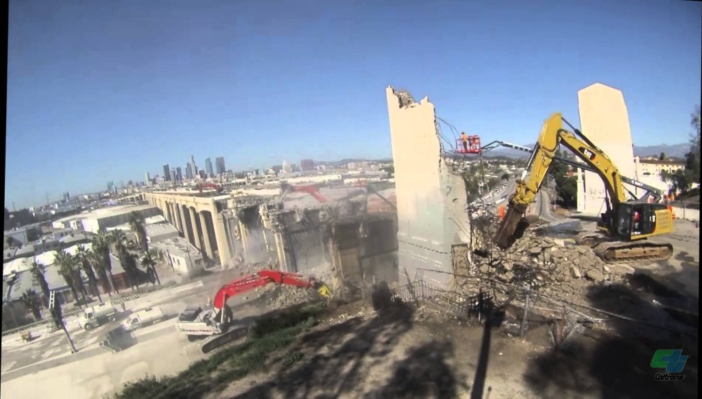First phase of the demolition of the first 250 feet of the iconic 6th Street Viaduct that crossed the US 101 freeway. Watch 40 hours collapsed to about 8 minutes.