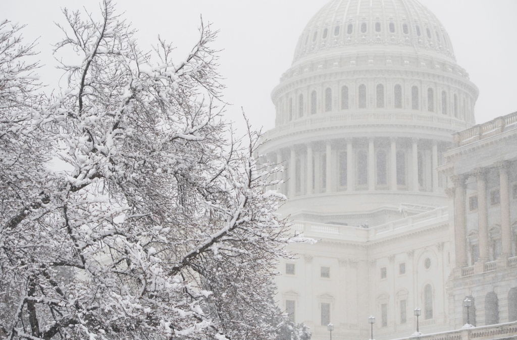 Snow falls at the U.S. Capitol during a snow storm in Washington, D.C., March 21, 2018.