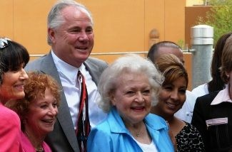 Actor Betty White with the chili dog Pink's, City Councilman Tom LaBonge, and others, at the LA Zoo on Thursday, June 2, 2011.