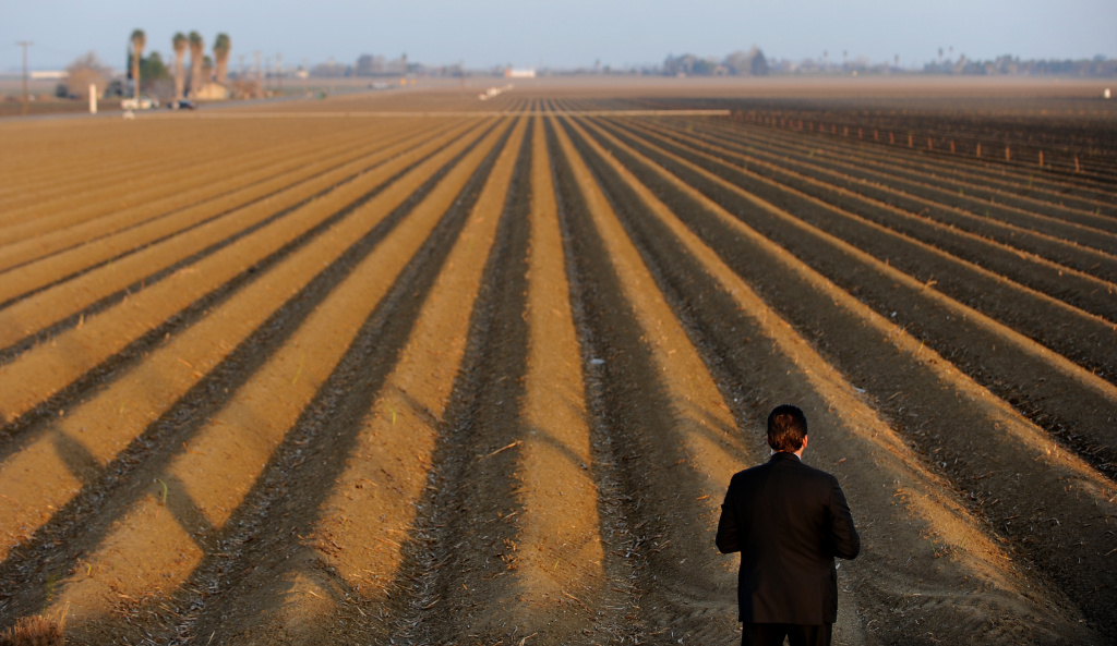 File Photo: A sercret service agent looks over a farm field as President Barack Obama speaks to the media on California's drought situation on February 14, 2014 in Los Banos, California.