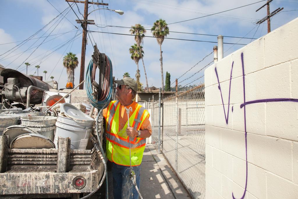 LA scrubs away 30 million square feet of graffiti each year