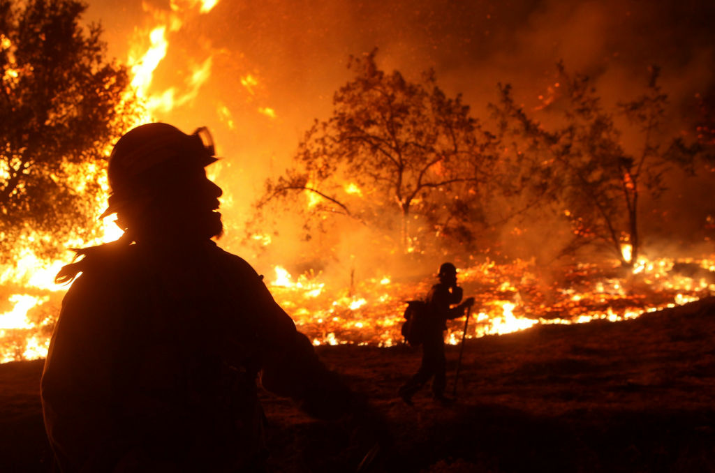 Fire crews battle the 2009 Station Fire. The draft National Climate Assessment predicts longer and more intense fire seasons.