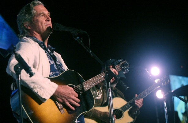Actor Jeff Bridges performs at the Annual SeaChange Summer Party To Benefit Oceana on September 10, 2010 in Laguna Beach, California.