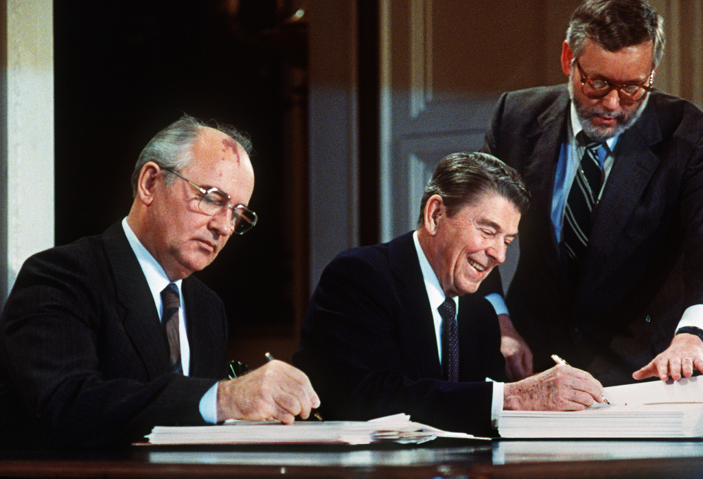 Soviet leader Mikhail Gorbatchev (L) and US President Ronald Reagan sign 08 December 1987 at the Washington summit a treaty eliminating US and Soviet intermediate-range and shorter-range nuke missiles.