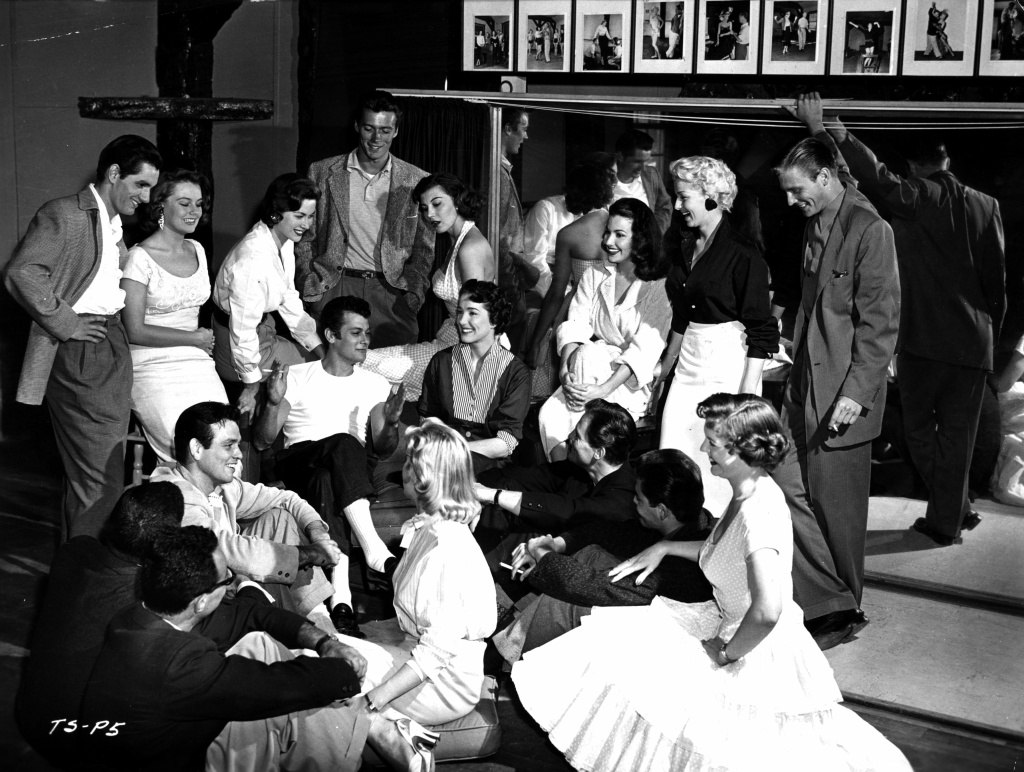 Tony Curtis and Julie Adams (centre), famous alumni of the School for Stars in Hollywood, pay a visit to their old college and hold a class for the new generation of acting students in 1956. Behind Curtis stands a young Clint Eastwood.