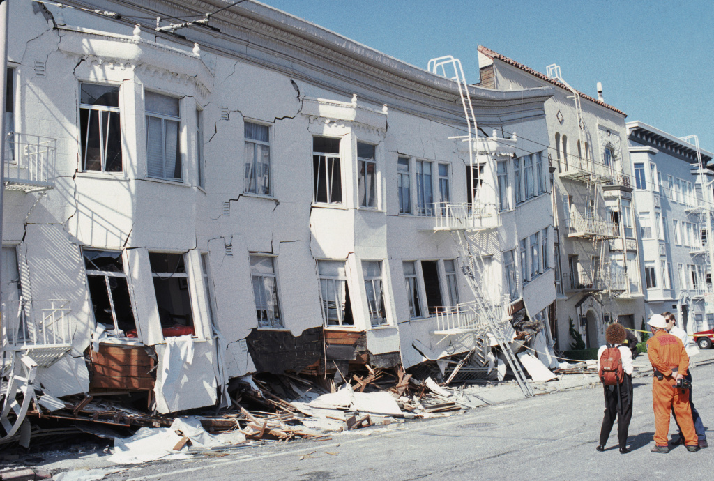 General view of the Marina district disaster zone after an earthquake, measuring 7.1 on the Richter scale, rocks game three of the World Series between the Oakland A's and San Francisco Giants at Candlestick Park on October 17, 1989 in San Francisco, California.