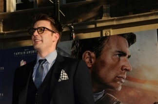 Actor Chris Evans attends the 'Captain America: The First Avenger' Los Angeles Premiere at the El Capitan Theatre on July 19, 2011 in Hollywood, California.