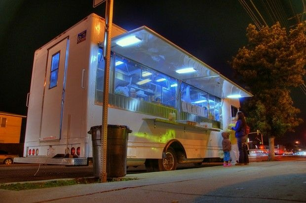 An unidentified taco truck on the Westside, January 2009.