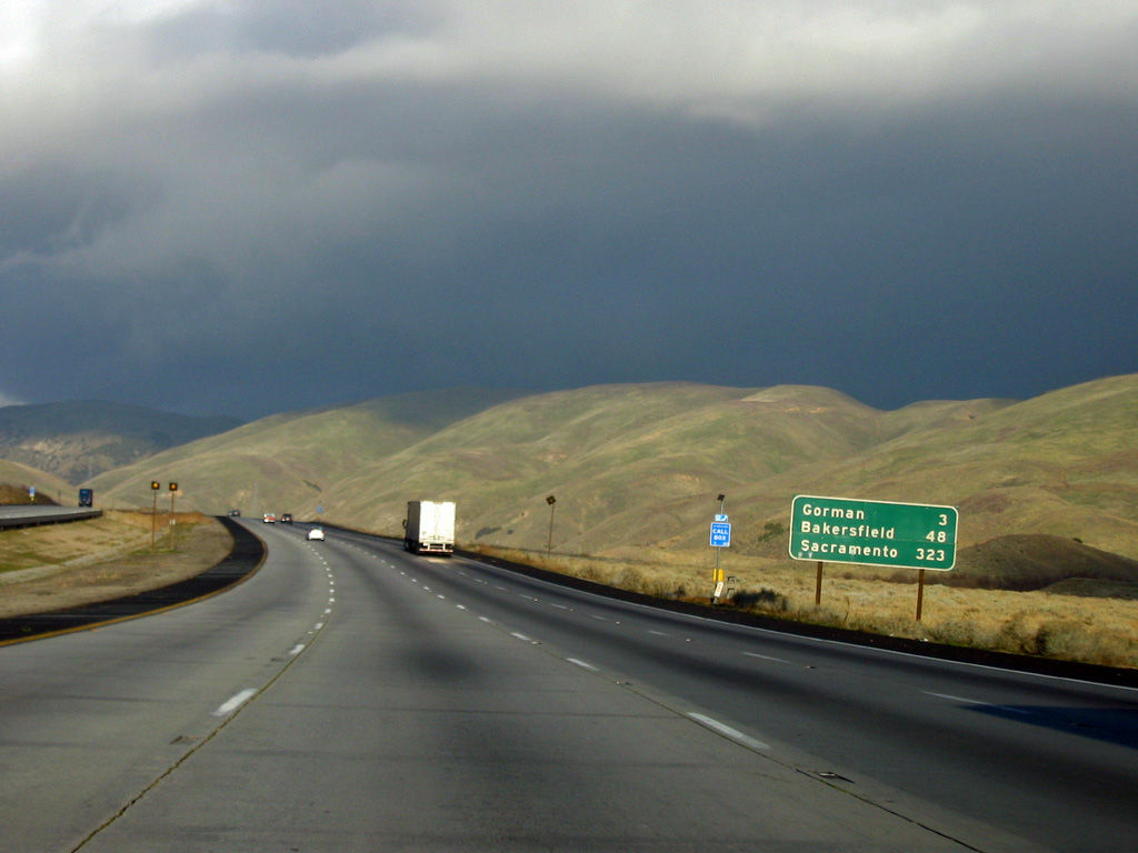 A photo from the northbound Interstate 5 freeway going through the Grapevine pass, Jan. 7, 2006.