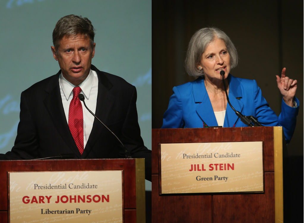 Libertarian Party presidential candidate Gary Johnson (L) and Green Party presidential candidate Jill Stein during a debate hosted by the Free and Equal Elections Foundation and moderated by former CNN talk-show host Larry King on Oct. 23, 2012 in Chicago, Illinois.