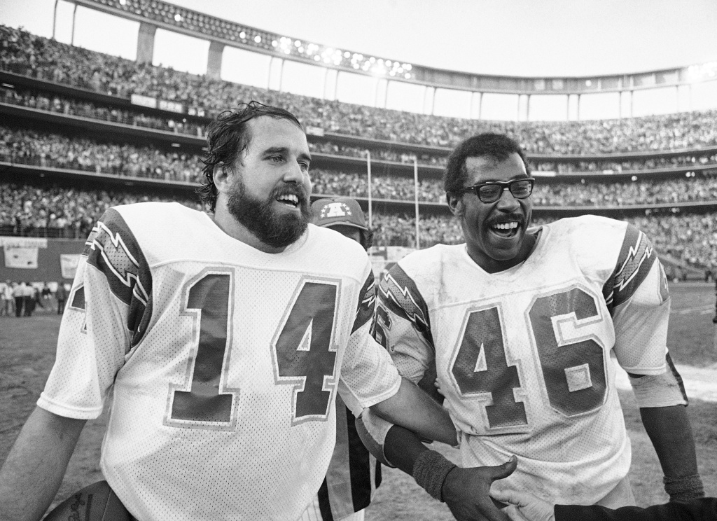 In this Jan. 5, 1980, file photo, San Diego Charges quarterback Dan Fouts (14) and running back Chuck Muncie (46) flash big smiles as they leave field following the Chargers 20-14 over the Buffalo Bills in an NFL football playoff game in San Diego. The New Orleans Saints announced Tuesday, May 14, 2013, that  Muncie, a Pro Bowl running back with both the Saints and Chargers, has died. He was 60.