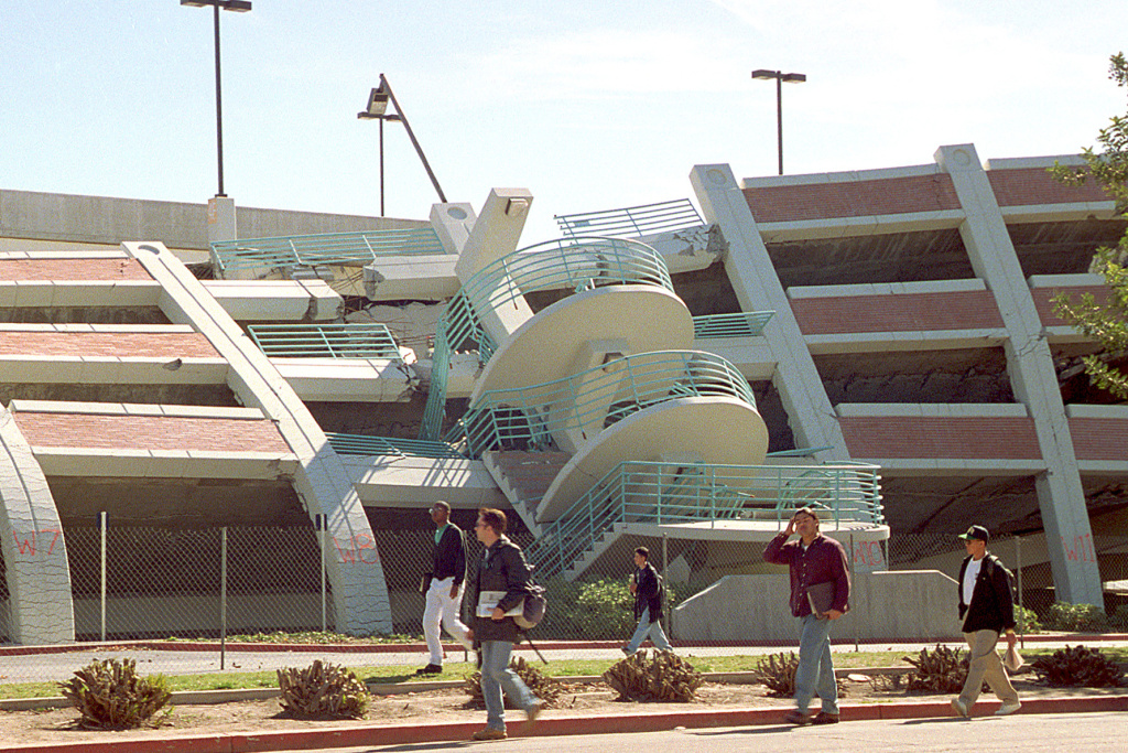 California State University Northridge, students walk by a parking structure that was heavily damaged on the CSUN campus in the Jan. 17, 1994 earthquake.  The students return to classes on Monday, Feb. 14, 1994, one month after the earthquake.