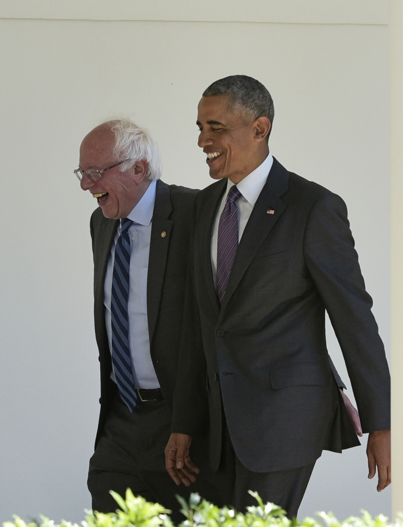 President Barack Obama (R) walks with Democratic presidential candidate Bernie Sanders through the Colonnade for a meeting in the Oval Office on June 9, 2016 at the White House in Washington, D.C.