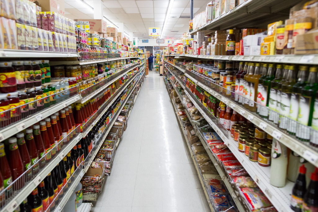 The well-renowned Bangkok Market, located in Los Angeles, is a longtime supermarket for retail and wholesale Thai produce, spices, chili pastes and household products.