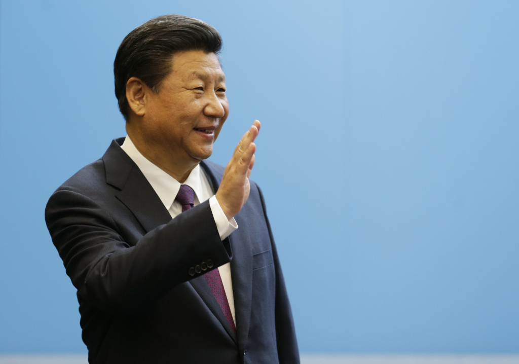Chinese President Xi Jinping waves after giving a speech at Microsoft's main campus September 23, 2015  in Redmond, Washington.