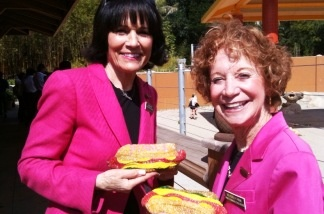 (L-R) Gloria and Beverly Pink, at an LA Zoo event.