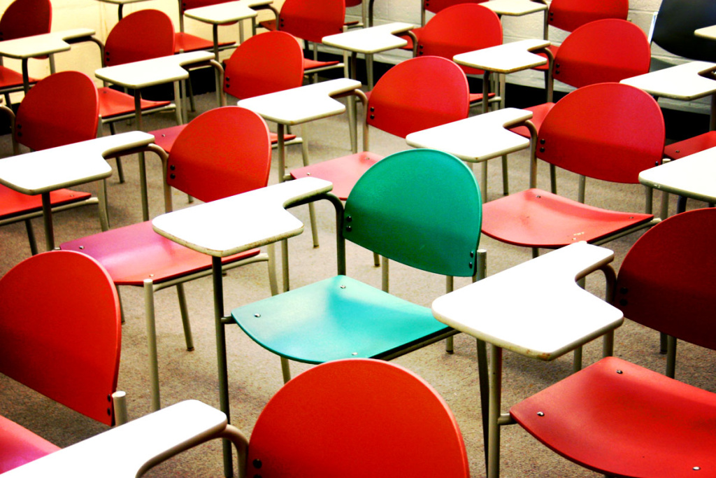 File: School desks.