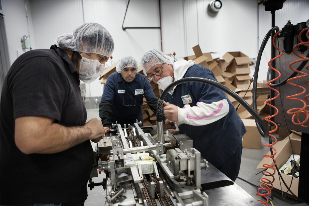 Rebounding from a weak March performance, the Commerce Department said Wednesday that orders to U.S. factories rose 1 percent in April. (Photo: Employees at the Mikawaya factory inspect a broken piece of machinery at the Vernon, Calif. facility.)