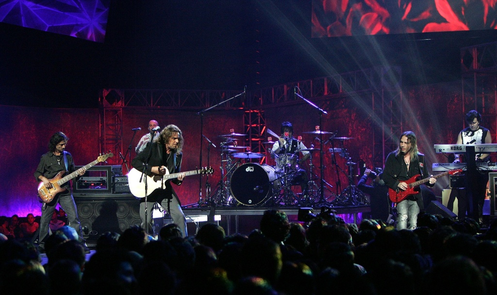 Mana performs onstage at the Los Premios MTV Latino America 2006 at the Palacio De Los Deportes October 19, 2006 in Mexico City, Mexico.