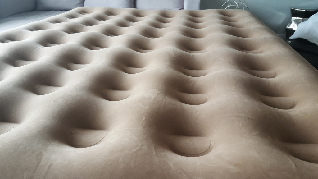 The soft, impermeable and uneven sleep surface of an air mattress can pose a danger to infants.