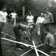 Elaine de Kooning (center), R. Buckminster Fuller, Ray Johnson, Albert Lanier, and others with the Supine Dome, 1948.